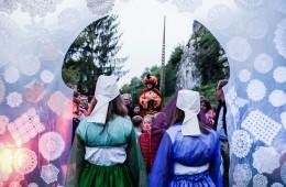 Costumes, décors et contes au crépuscule